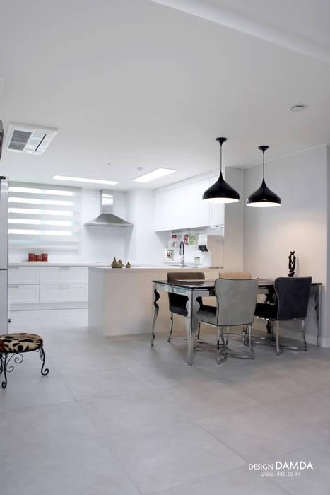 백현동 푸르지오 그랑블 39평: 디자인담다의  다이닝 룸