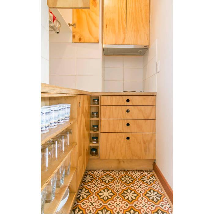 Cocinas equipadas de estilo  por Crescente Böhme Arquitectos, Moderno Madera Acabado en madera