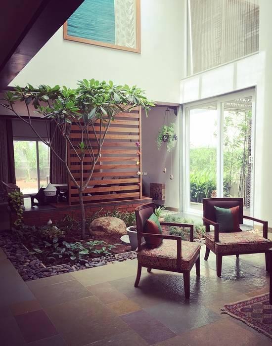 VILLA 46, EKTHA PRIME-GACHIBOWLI, HYDERABAD:  Living room by Crafted Spaces