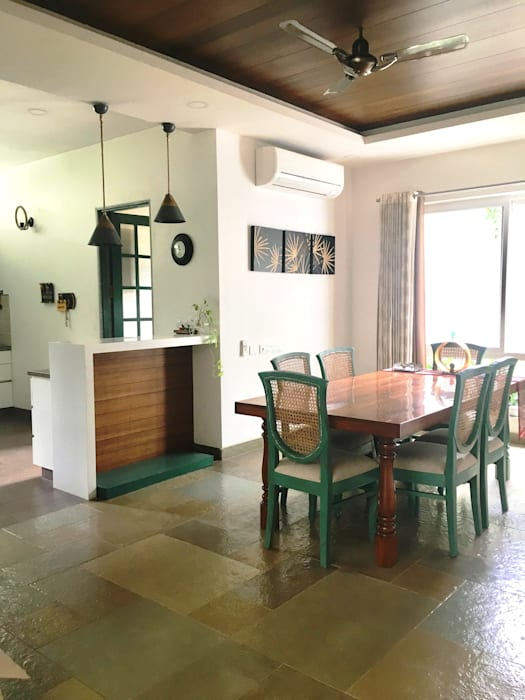 VILLA 46, EKTHA PRIME-GACHIBOWLI, HYDERABAD​:  Dining room by Crafted Spaces