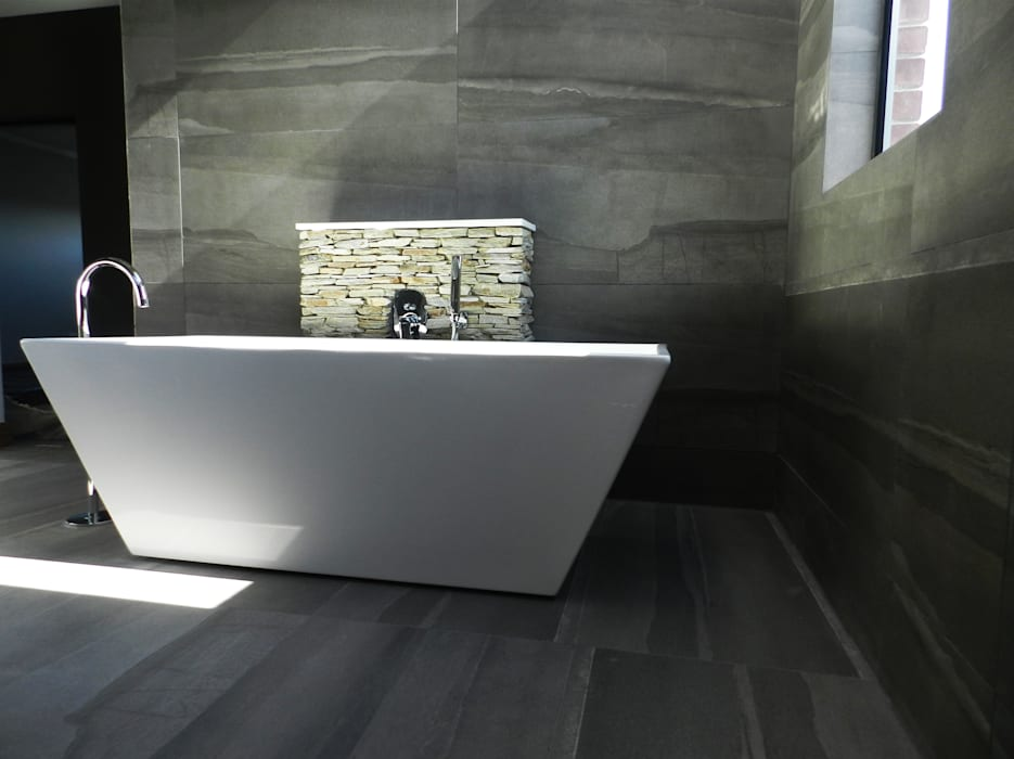 Bathroom by TOP CENTRE PROPERTIES GROUP (PTY) LTD