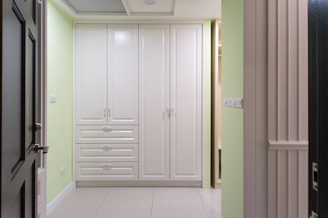 Country style dressing room by 松泰室內裝修設計工程有限公司 Country Wood Wood effect