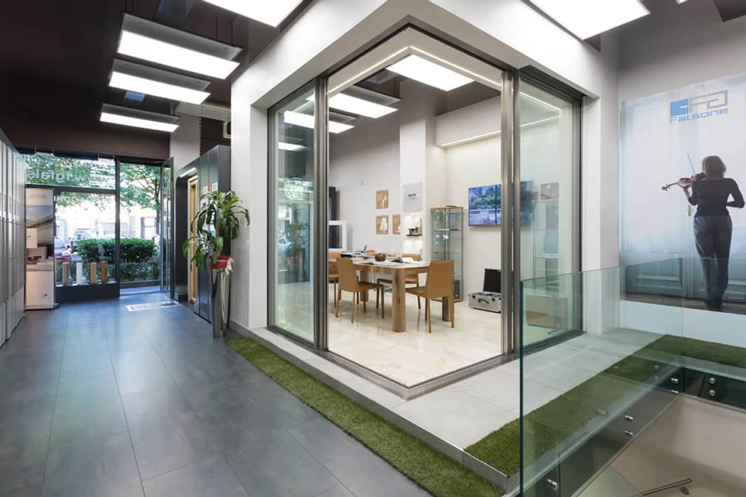 FG FALSONE Puertas y ventanas de estilo moderno