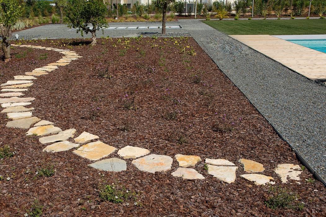 Moradia Moderna com Jardim Contemporâneo por Jardíssimo Moderno