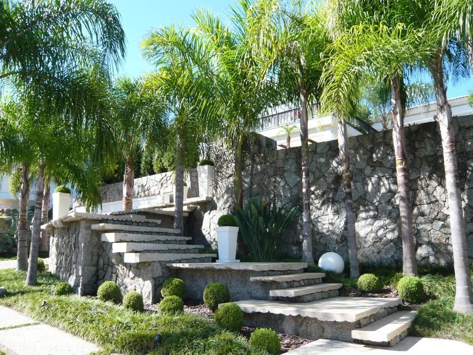 Tangga oleh Raul Hilgert Arquitetura de Exteriores, Tropis Granit