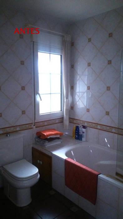 Baño antes Baños de estilo clásico de Almudena Madrid Interiorismo, diseño y decoración de interiores Clásico