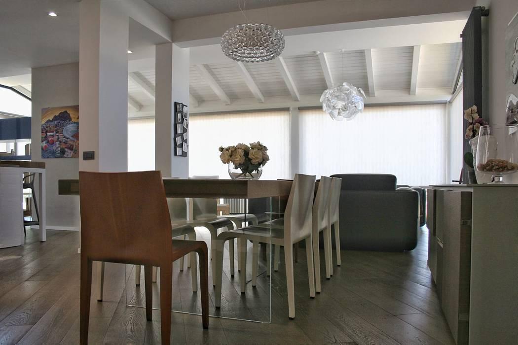 Soggiorno: Sala da pranzo in stile in stile Moderno di A2pa