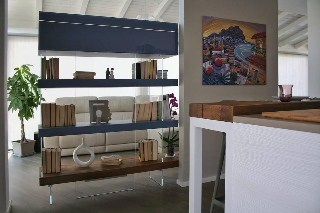 Vista dalla cucina: Cucina in stile in stile Moderno di A2pa