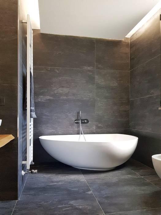 Vasca da bagno: Bagno in stile  di A2pa
