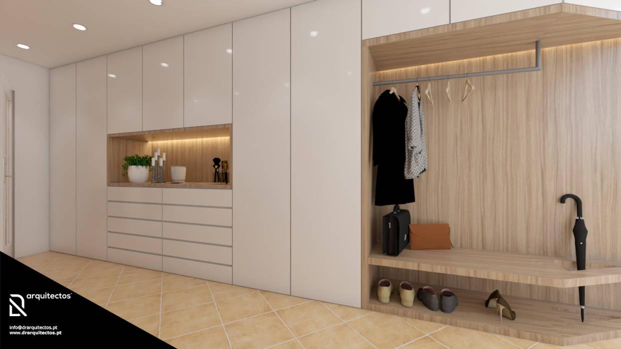 Corridor & hallway by DR Arquitectos ,