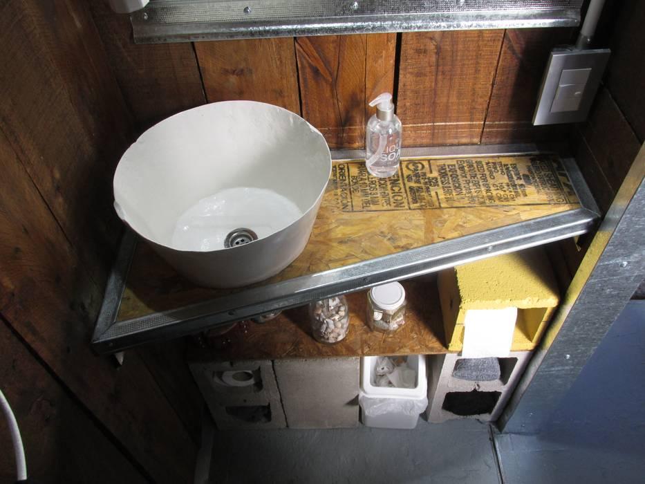 Toilette vintage: Edificios de Oficinas de estilo  por estudioZBR & asociados