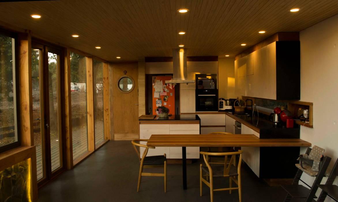 Cocina y comedor de diario de homify Moderno Derivados de madera Transparente