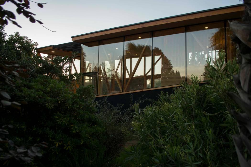 Muro Cortina Sur: Casas de estilo moderno por PhilippeGameArquitectos