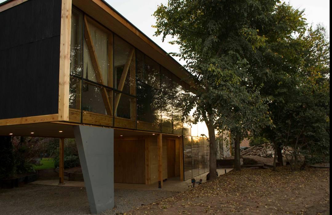 Fachada Norte y bosque: Casas de estilo  por PhilippeGameArquitectos