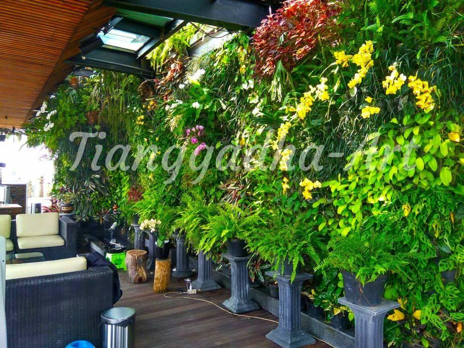 Hasil pembuatan taman vertikal:  Kolam taman by Tukang Taman Surabaya - Tianggadha-art