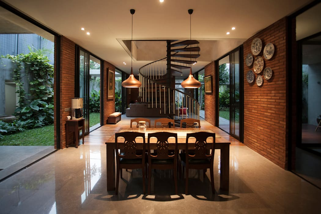 Tulodong IV : Ruang Makan oleh WOSO Studio,