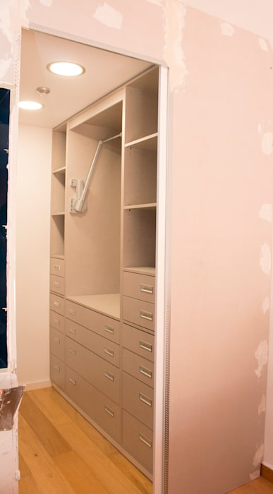Modern style dressing rooms by ORCHIDS LOFT by Alexandra Pedro Modern Wood Wood effect