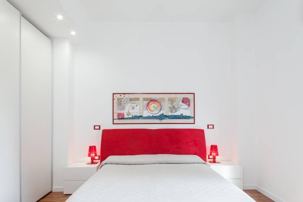 La camera da letto: Camera da letto in stile  di Stefano Ferrando