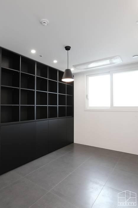Modern study/office by 홍예디자인 Modern