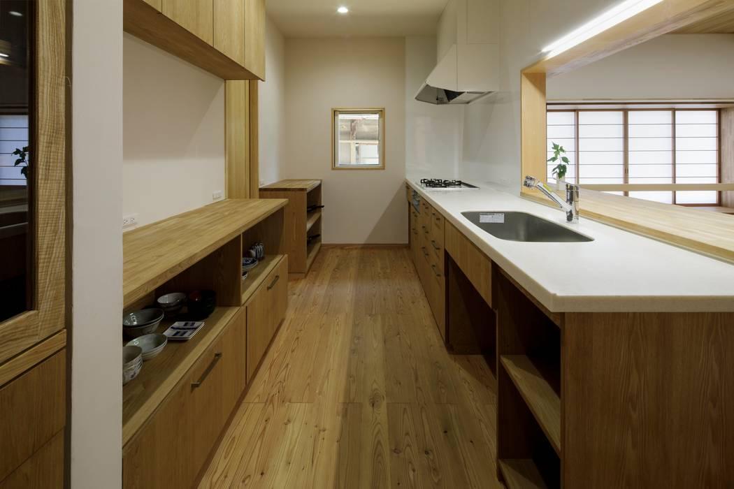 佐野市H邸: スタジオ・スペース・クラフト一級建築士事務所が手掛けたキッチンです。,オリジナル 無垢材 多色