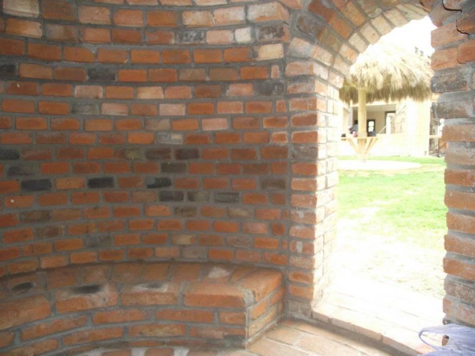 Walls by TECTUM Diseño & Construccion, Colonial Bricks