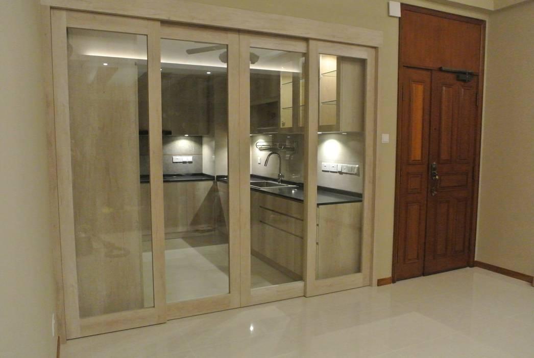 Open Concept Kitchen:  Kitchen by FINE ART LIVING PTE LTD