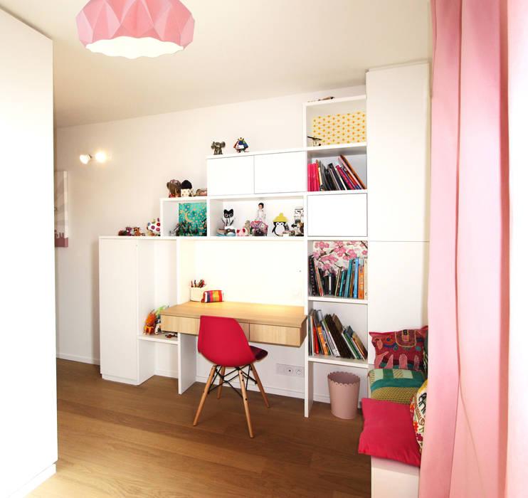 rénovation complète d'un duplex -Paris 17: Chambre d'enfant de style  par Emma Caron Interior Design