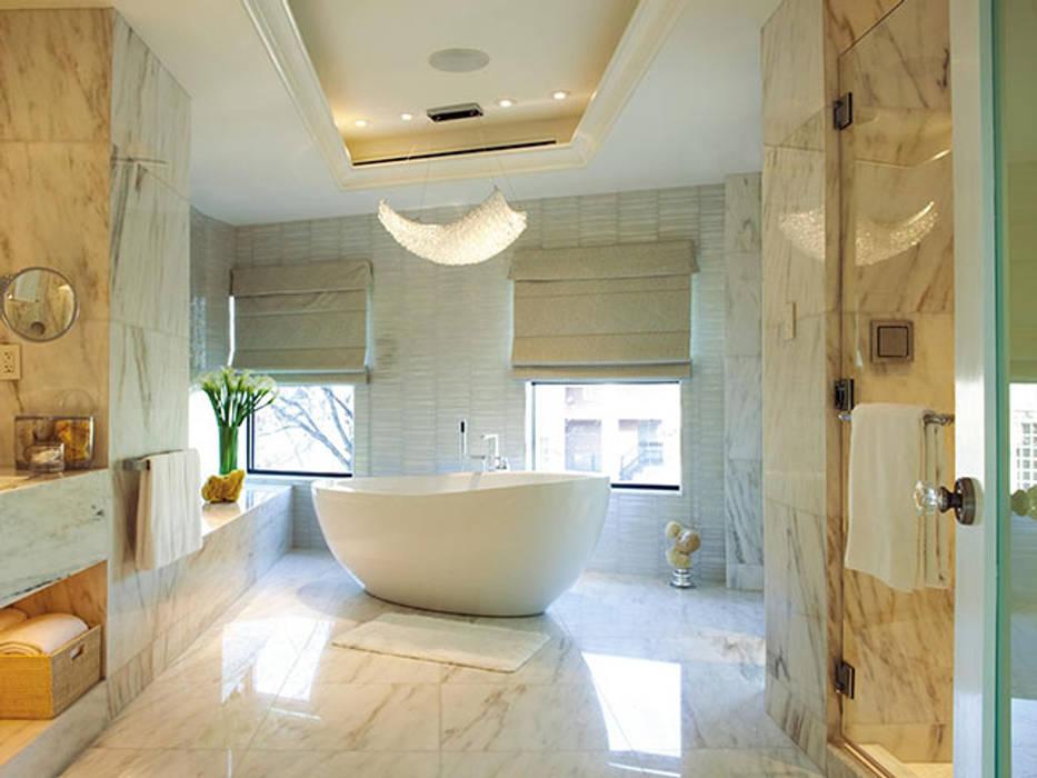 Bagno in marmo: Bagno in stile  di Canalmarmi e Graniti snc