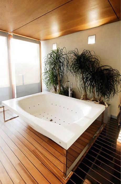 Bagno marmo e legno: Bagno in stile  di Canalmarmi e Graniti snc