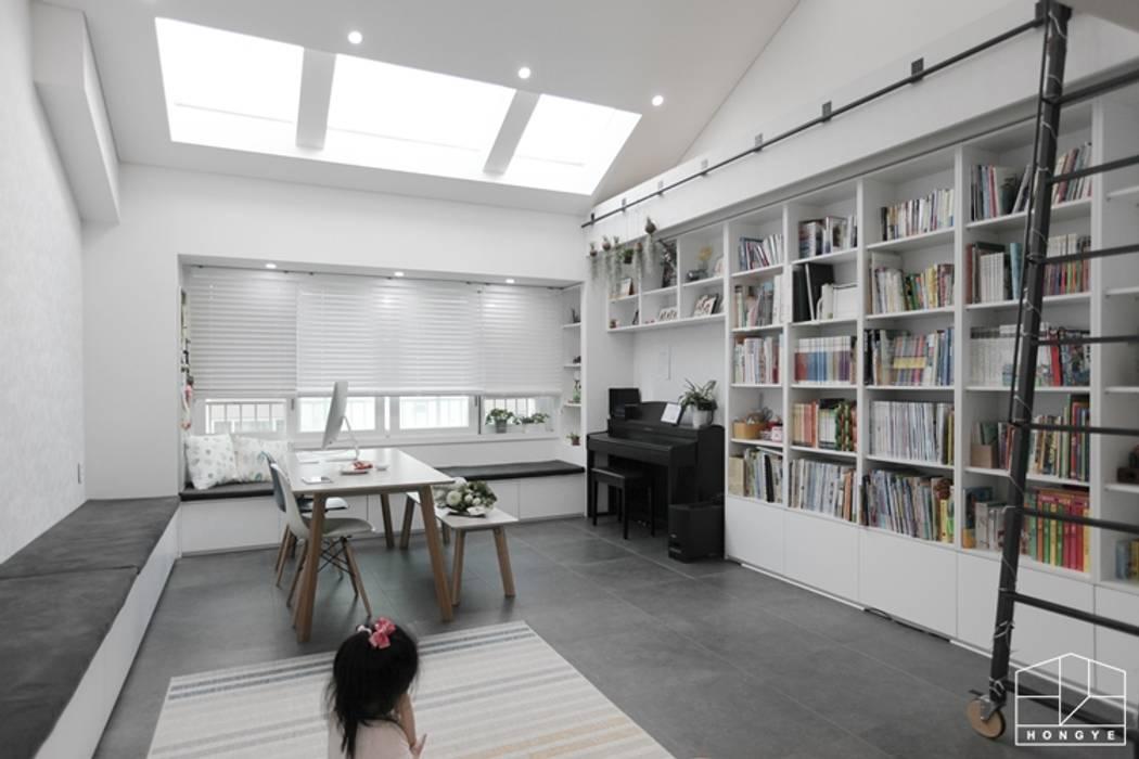 집안의 키즈카페, 용인 테라스 하우스 _ 이사 후: 홍예디자인의  다이닝 룸
