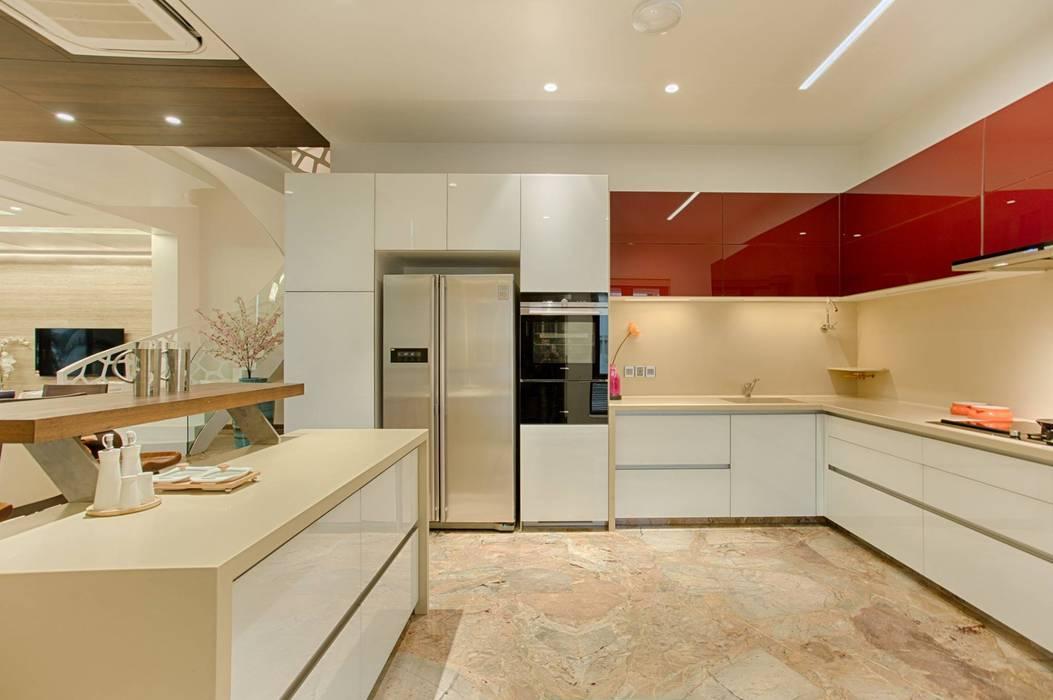 Rajkot Bunglow :  Kitchen by YP design Studio