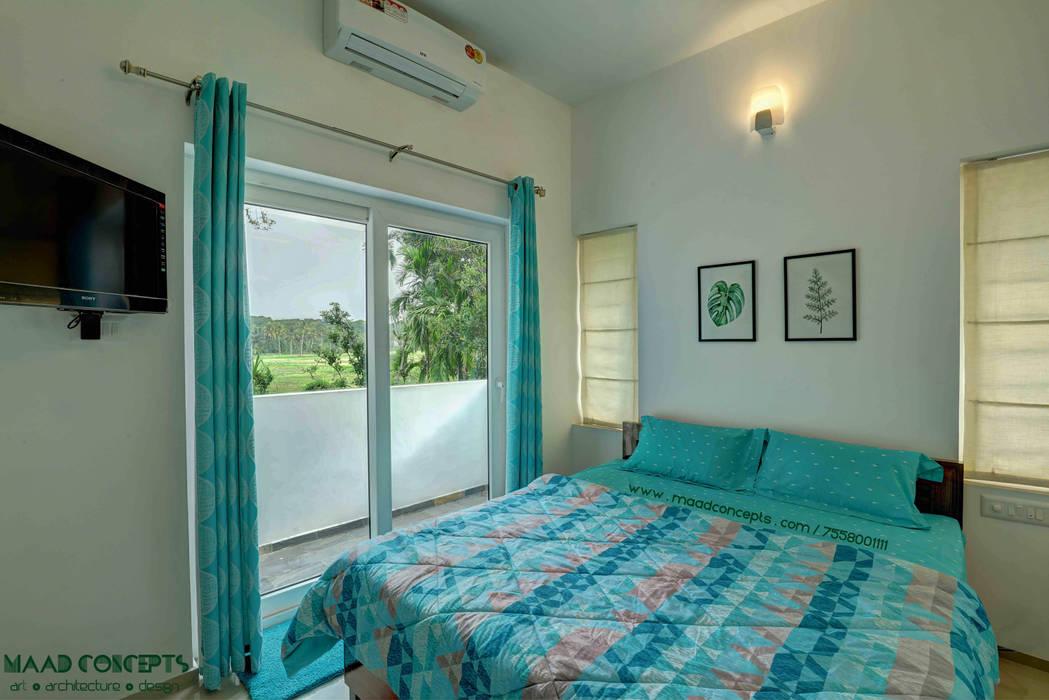AANGAN:  Bedroom by MAAD Concepts