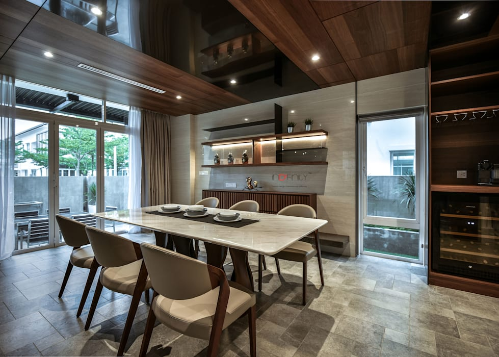 LUXURIOUS HOME:  Dining room by inDfinity Design (M) SDN BHD