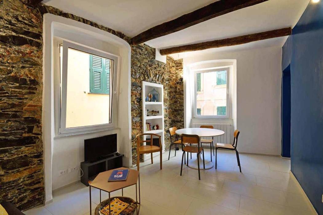 Una casa a camogli: storie e pareti colorate soggiorno ...
