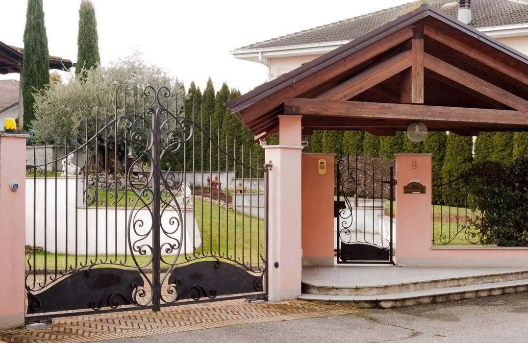 Cancelletto In Ferro Battuto : Cancello e cancelletto in ferro battuto villa in stile di