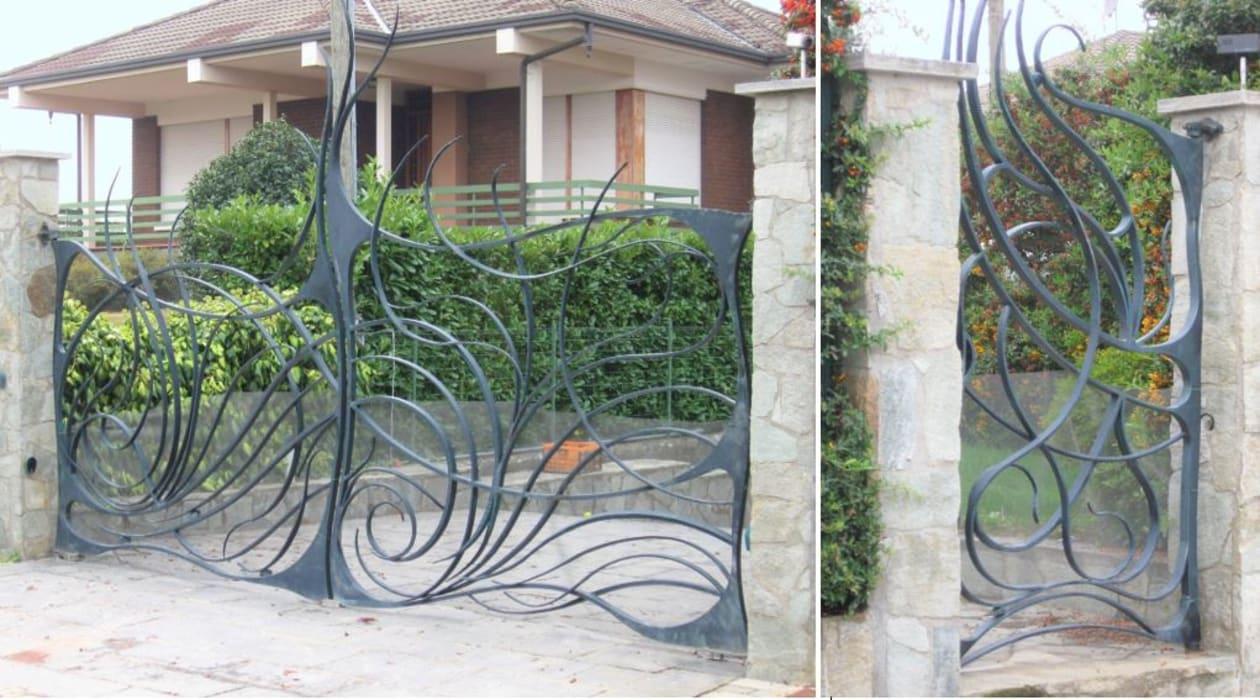 Cancello e cancelletto in ferro battuto: Villa in stile  di Artistico di Longo Carmine