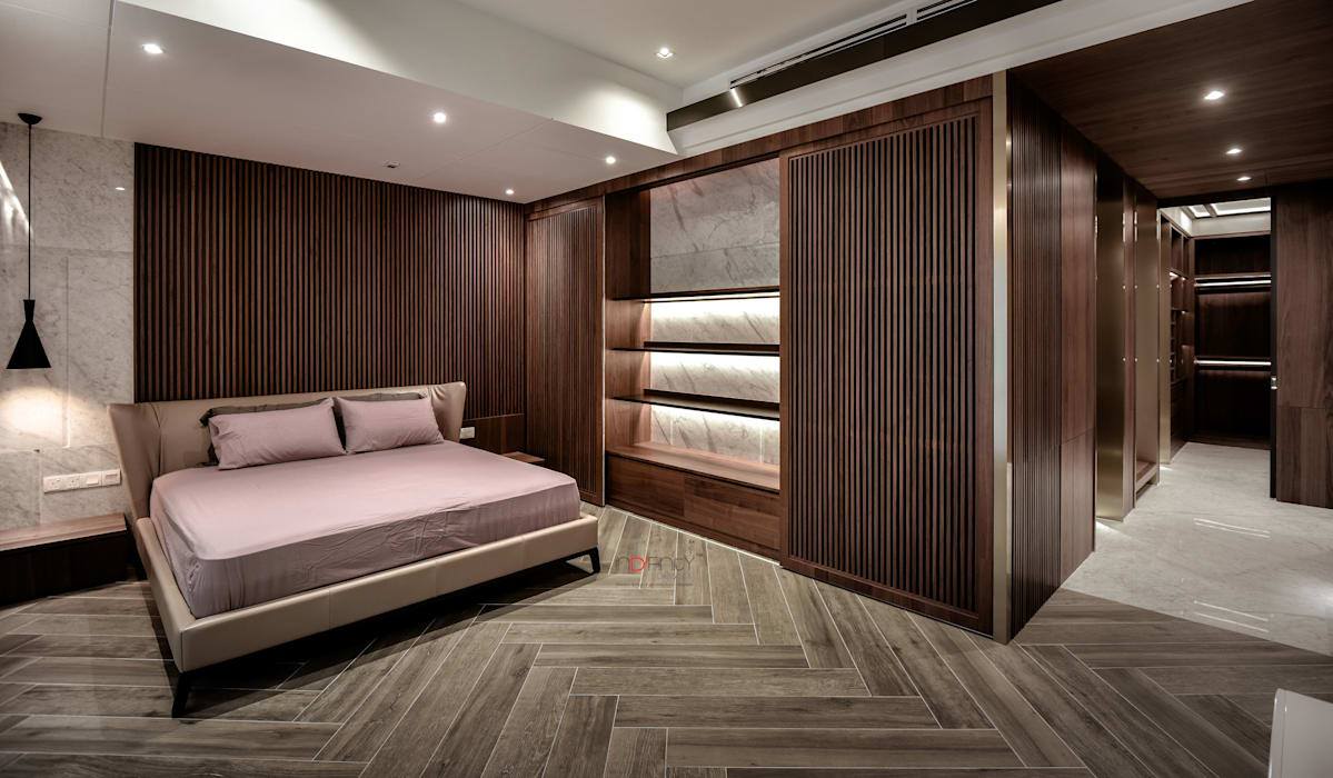 LUXURIOUS HOME Modern style bedroom by inDfinity Design (M) SDN BHD Modern