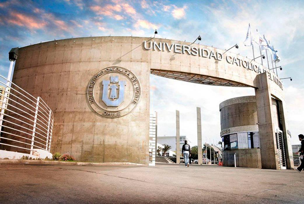 Acceso Casa Central Universidad Catolica del Norte Paredes y pisos modernos de homify Moderno Concreto