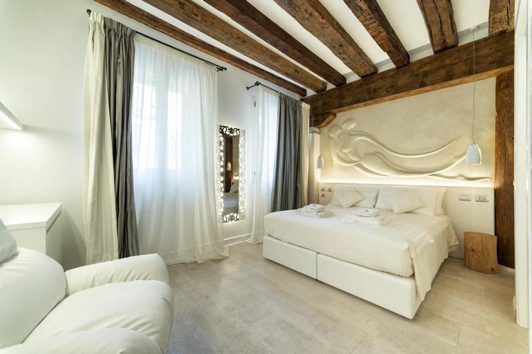 Progettazione IDEA DESIGN: Camera da letto in stile  di Idea Design Factory