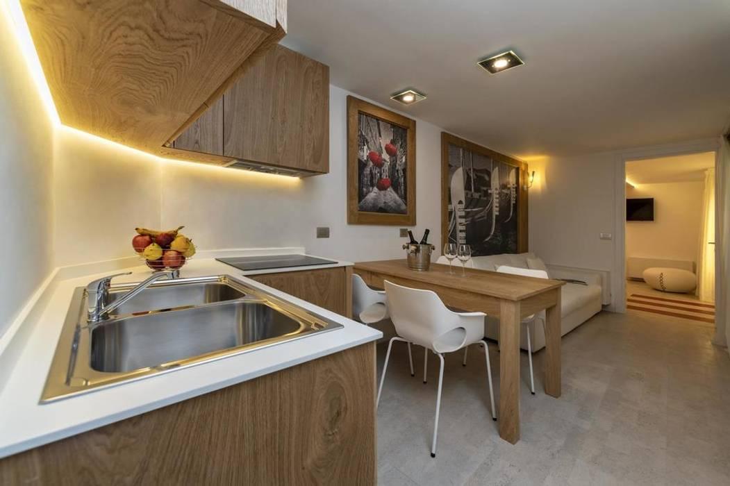 Progettazione IDEA DESIGN: Cucina in stile in stile Moderno di Idea Design Factory