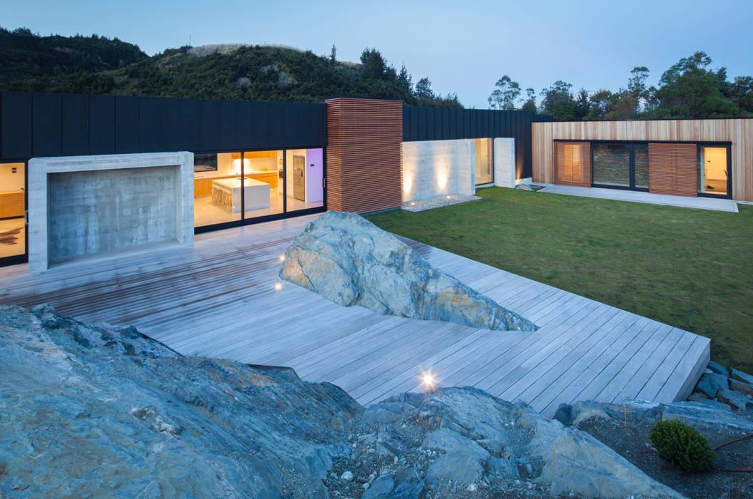 Agencement à même la roche: terrasse von ecologic city garden - paul ...