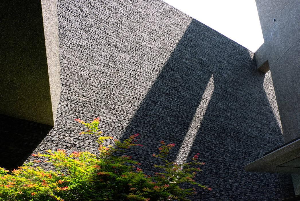 石牆 by 黃耀德建築師事務所 Adermark Design Studio Minimalist