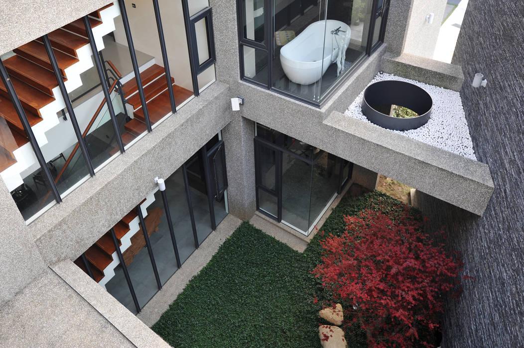 光庭 Minimalist style garden by 黃耀德建築師事務所 Adermark Design Studio Minimalist
