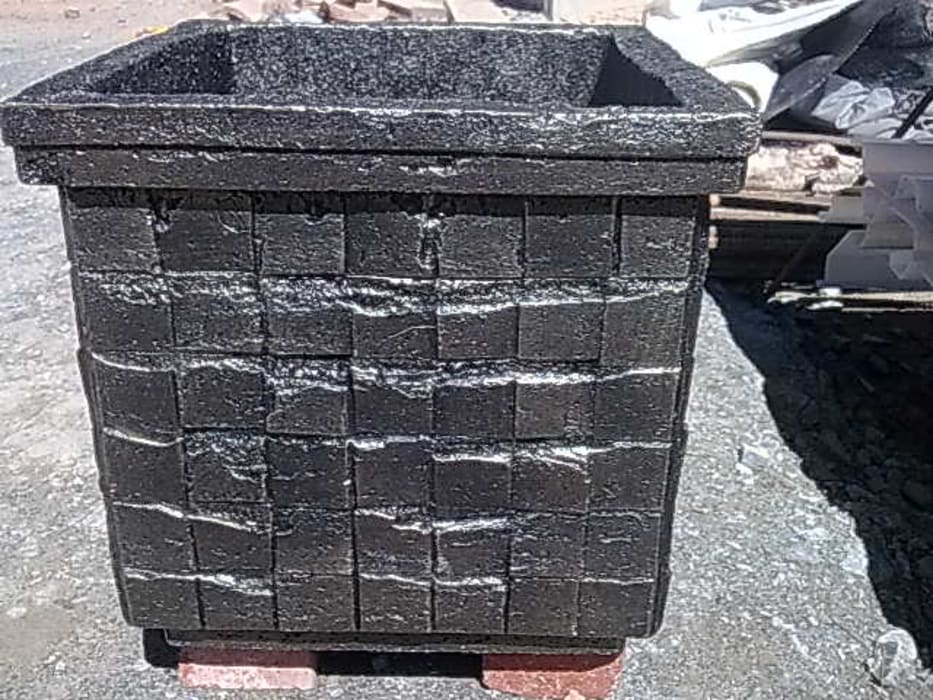 Custom-made pot by Buildart - Fibreglass Specialists Modern Concrete