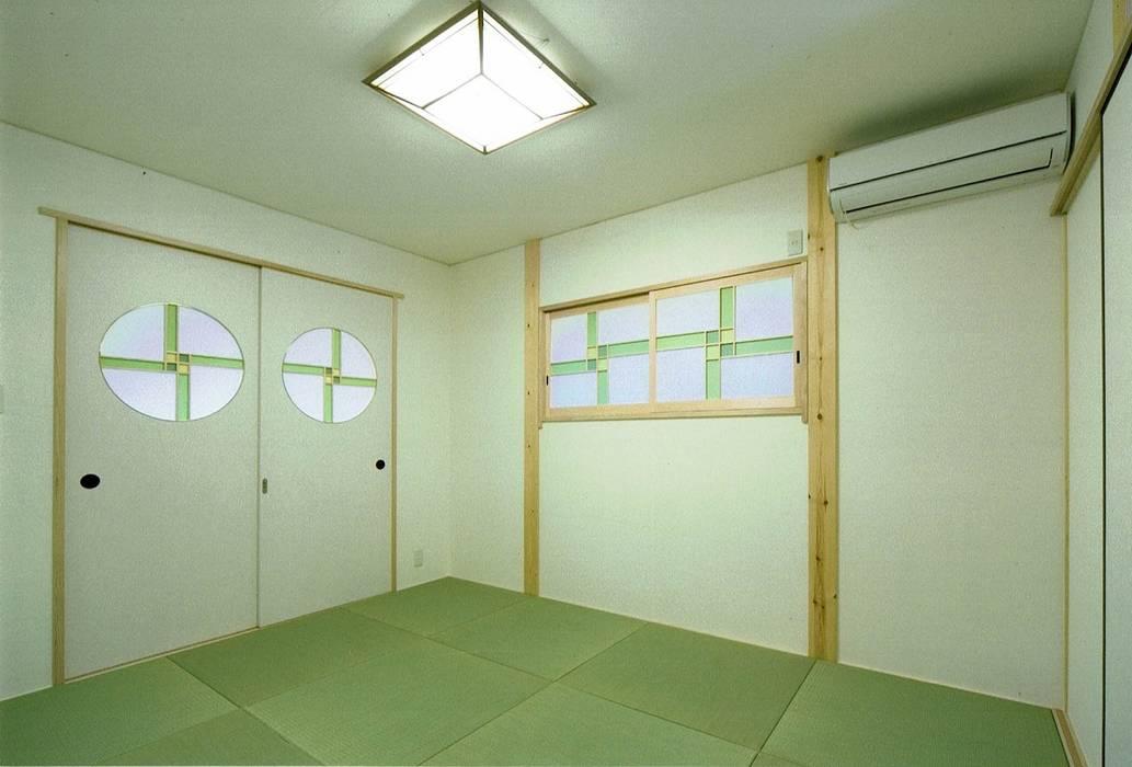 バリアフリーの床暖房がある平屋建て高齢者住宅: 無二建築設計事務所が手掛けた和のアイテムです。,