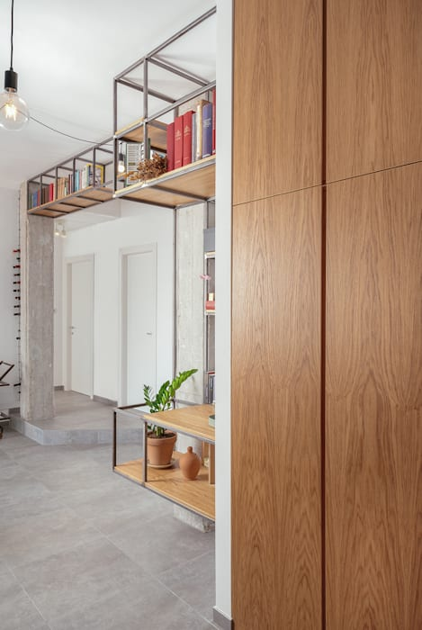 industrial style corridor, hallway & stairs by manuarino architettura design comunicazione Industrial Wood Wood effect