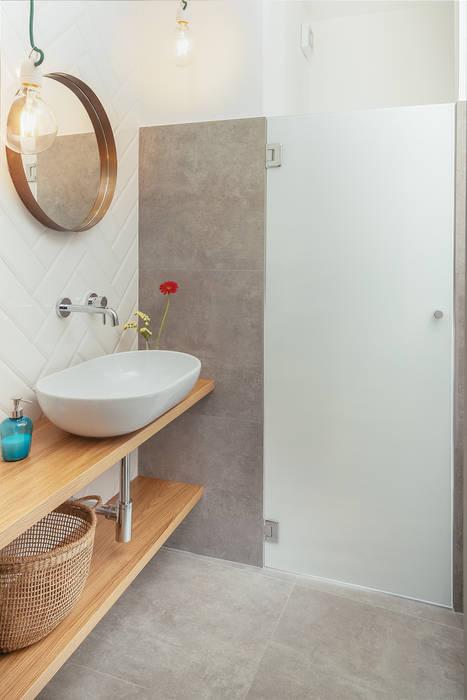 Bagno: Bagno in stile in stile Industriale di manuarino architettura design comunicazione