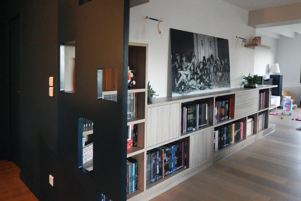 Séparation visuelle et rangements: Couloir et hall d'entrée de style  par SOHA CONCEPTION