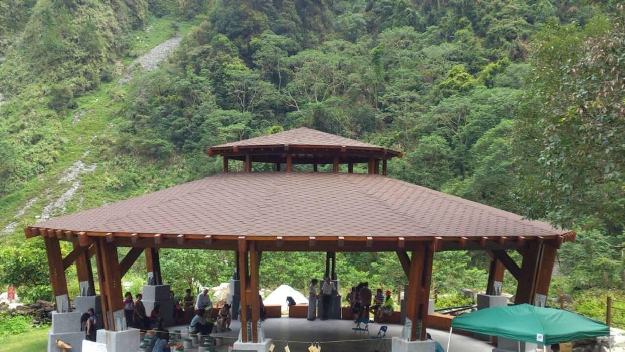 Big pavilion:  活動場地 by CPh ARCh, 鄉村風