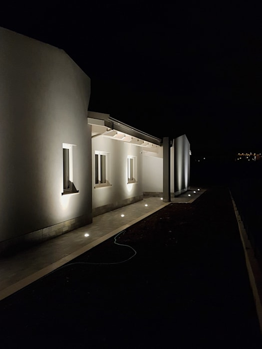 Modern Houses by Avantgarde Construct Luxury Srl Modern